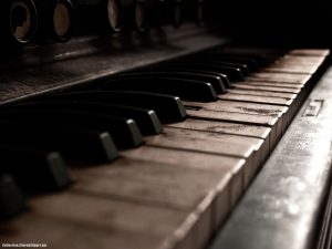 Vintage Old Piano Powerpoint Background
